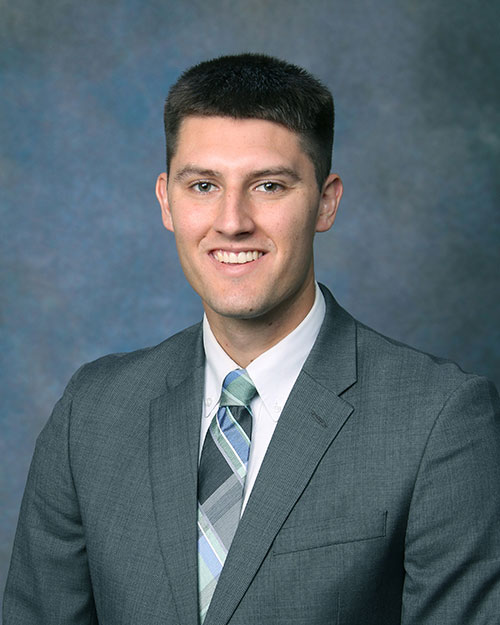 Ullian Realty Zach Ullian Meet the Team Headshot